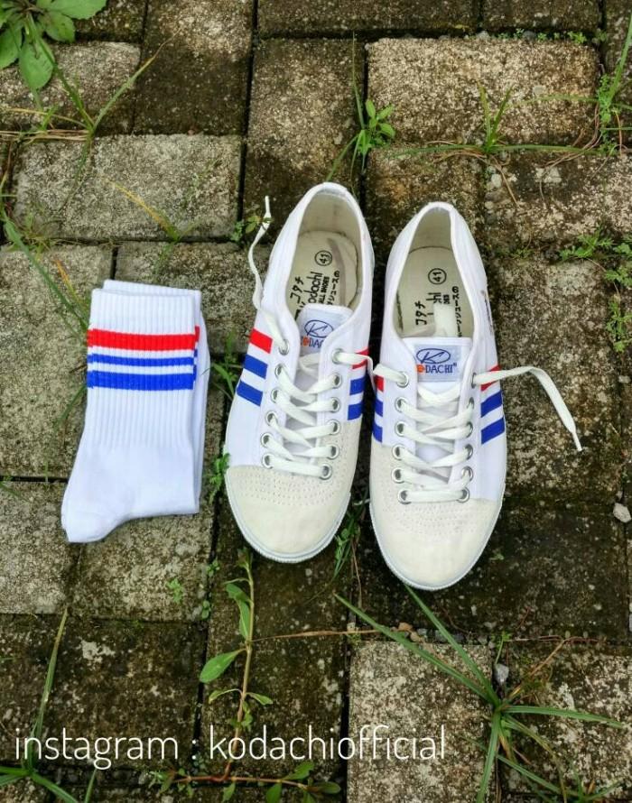 Sepatu Capung Kodachi 8111 + Kaos Kaki Skate Old School (PaketMZ1)