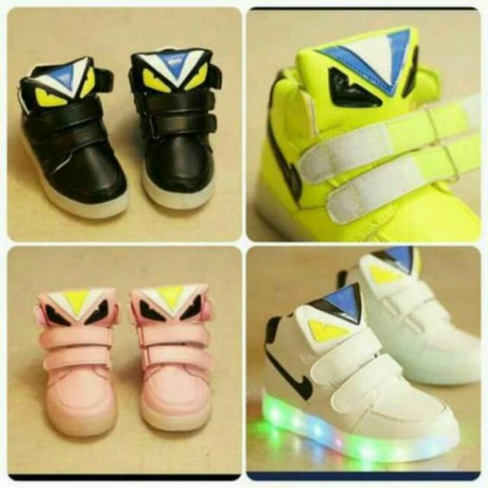 Jual Sepatu Fendi Anak Led Lampu - Caitlyn Baby Shop  e8db0510d6