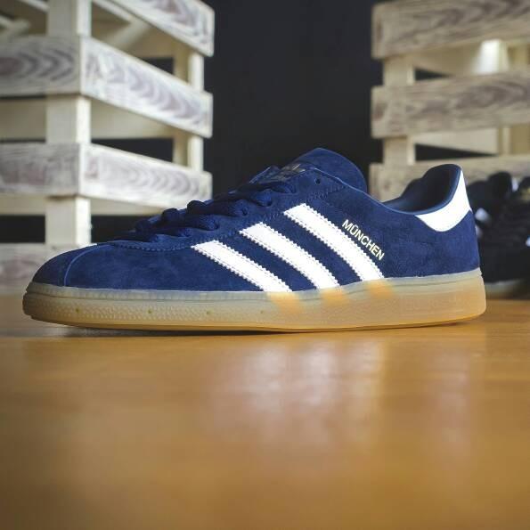 check out 5e5d9 8f65b Adidas Munchen Collegiate NavyWhiteGum