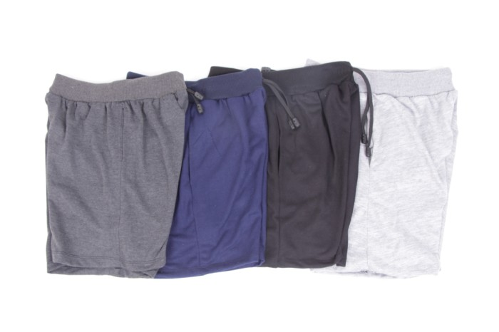 Foto Produk [Dapat 4pcs] Celana pendek Pria / bahan adem / 4 warna /pinggang karet dari Calista collections