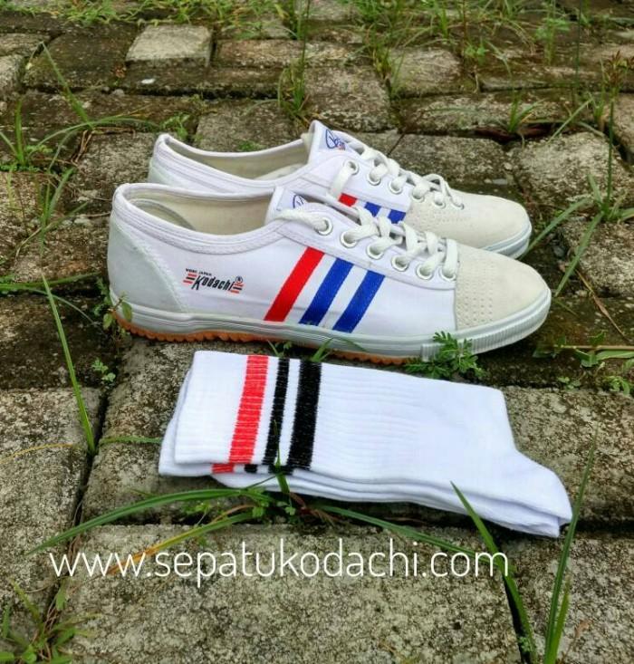 Sepatu Capung Kodachi 8111 + Kaos Kaki Old School (PaketMZ2)