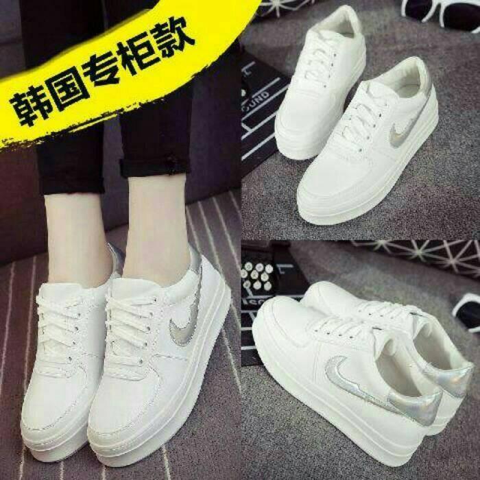 Jual Sepatu Olahraga Nike Warna Putih Wanita Pria Sekolah Boots Boot 98bec33c43