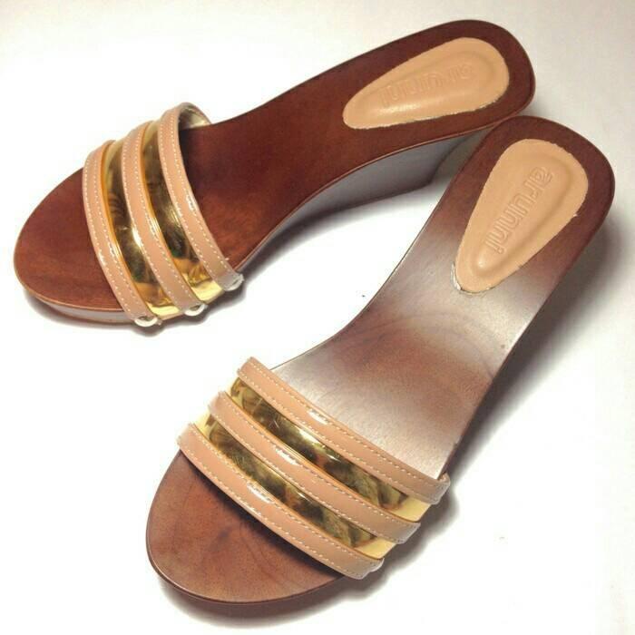 harga Sandal sendal kayu mahoni wedges wanita cewe coklat kelom 5 7 cm selop Tokopedia.com