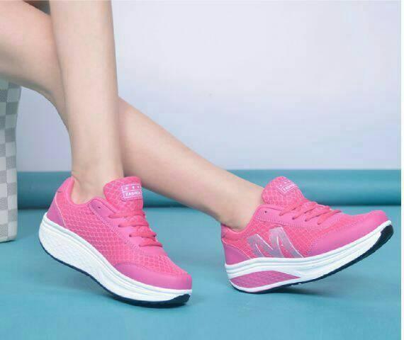 harga Sepatu olahraga warna pink wanita cewek cewe sekolah boots boot sport Tokopedia.com