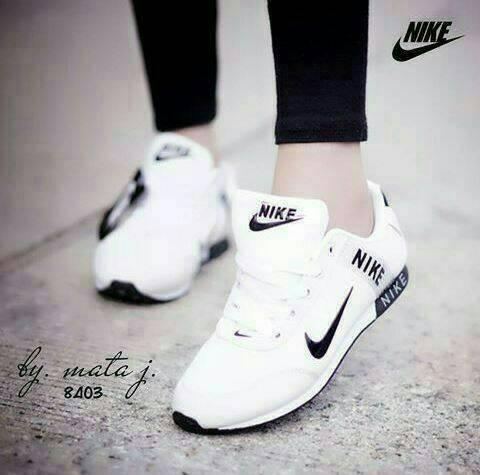 Jual Sepatu Olahraga Nike Warna Putih Wanita Pria Cewek Sekolah 453b94bffe