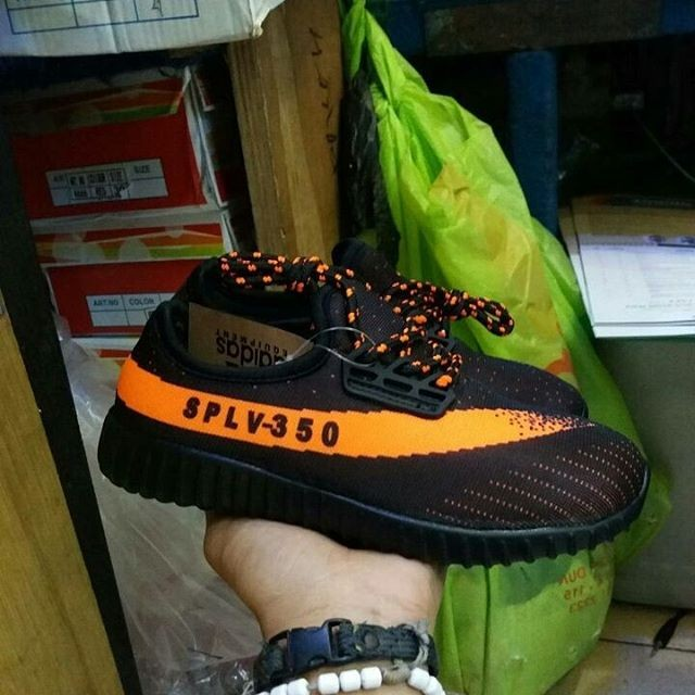 super cute 21e38 717e5 ... harga Adidas yeezy boost v2 kids   sepatu anak anak   sepatu jalan  jalan Tokopedia.