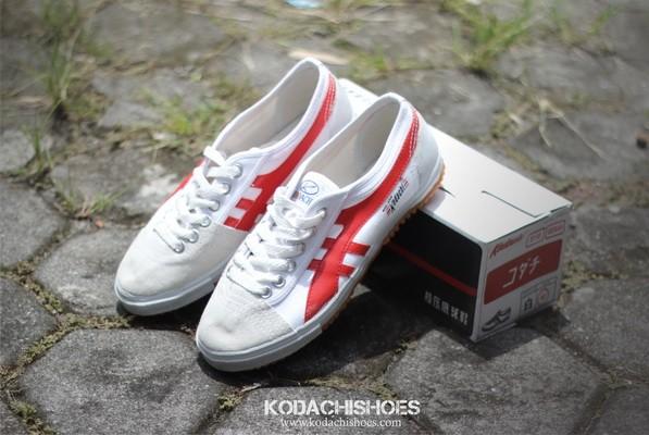 harga Sepatu capung kodachi 8110 strip merah - retro badminton Tokopedia.com
