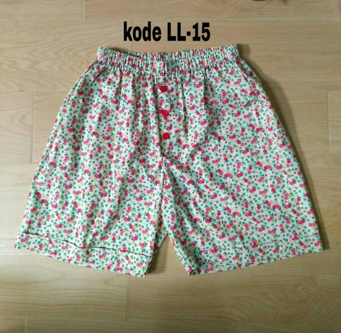 Celana pendek wanita murah.katun motif kotak.celana santai kolor murah.  Stok produk kosong. c98310dc65