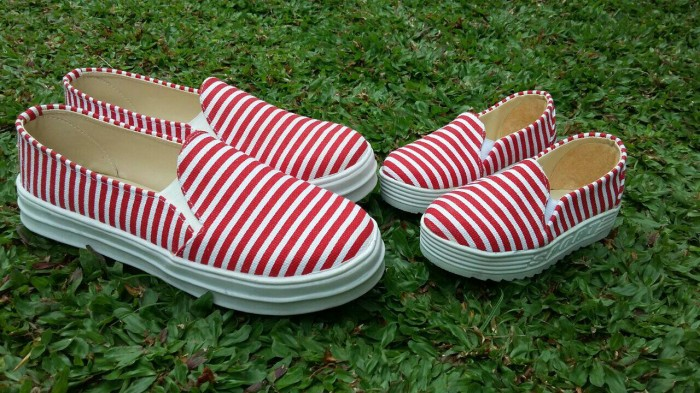 harga Sepatu couple mom and kid merah stripe Tokopedia.com