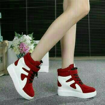 Boots gesper red white