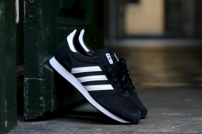 7561c20e63d33 ... release date sepatu adidas original zx racer black white men cowok pria  6353f 52170
