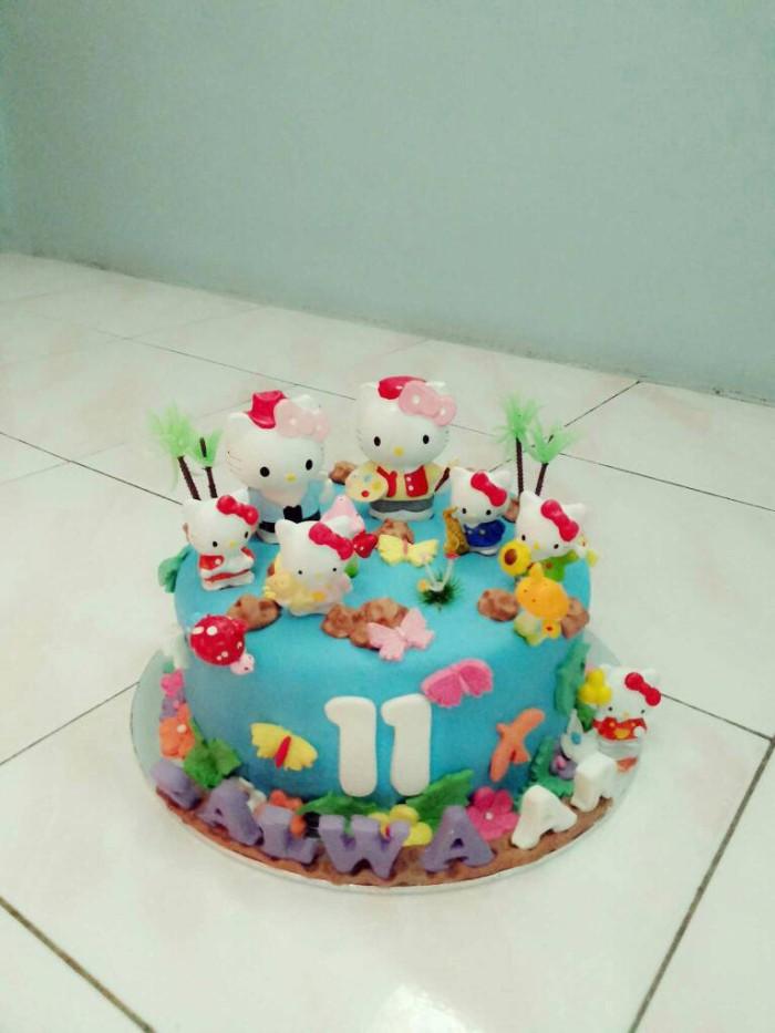 Jual kue ulang tahun hello kitty fondant cake