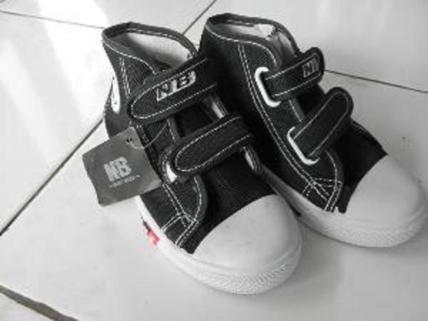 harga Sepatu anak sekolah tk sd smp nb warna hitam boot velcro murah ori Tokopedia.com