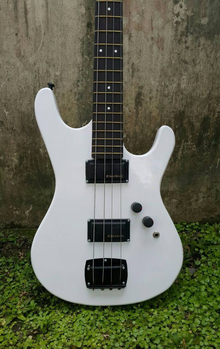 harga Gitar bas bass listrik / elektrik fender white Tokopedia.com