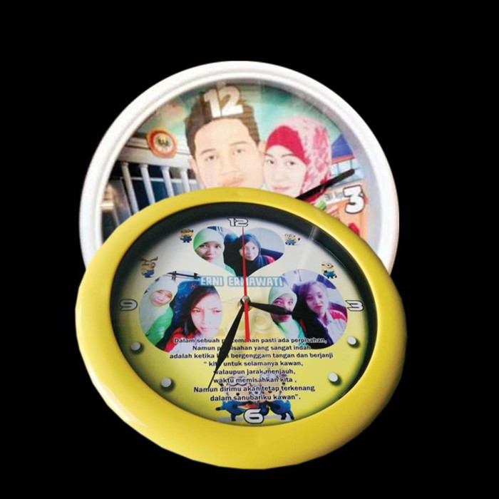 Foto Produk jam dinding berfoto dari SablonQu
