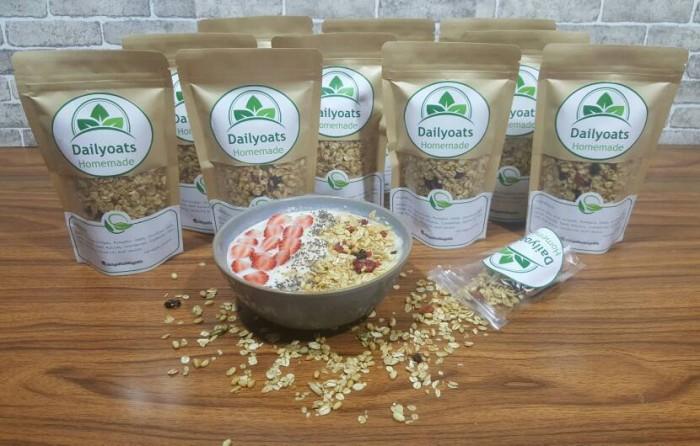 harga Dailyoats granola honey 1000g (1kg) cemilan sehat oats sereal Tokopedia.com
