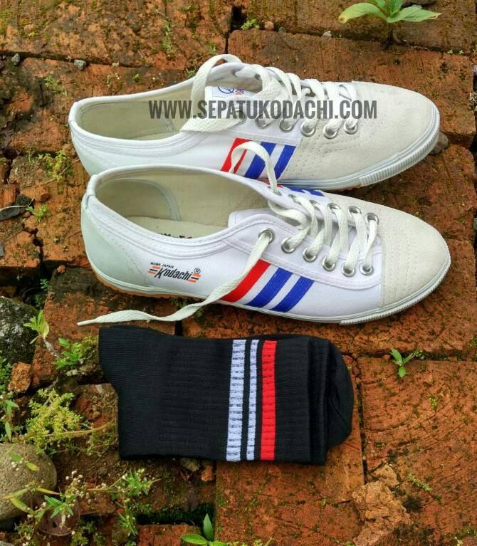Sepatu Capung Kodachi 8111 + Kaos kaki Skate Old School (PaketMZHitam)