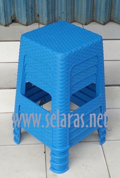 harga Olymplast kursi baso/ cafe/warung plastik anyaman rotan biru Tokopedia.com