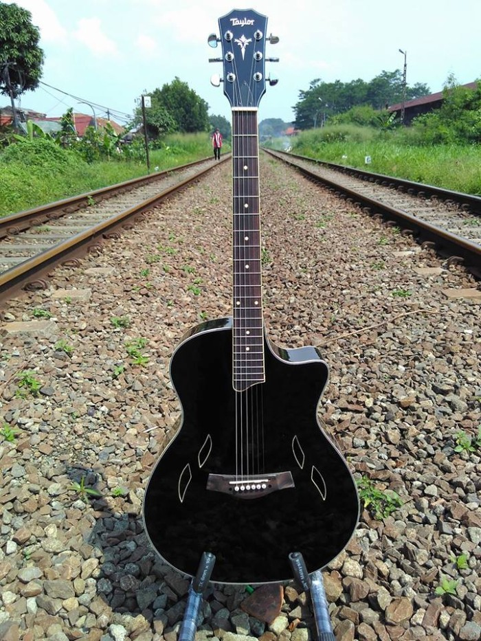 gitar akustik Taylor T5 natural glosi /berkualitas dan bergaransi