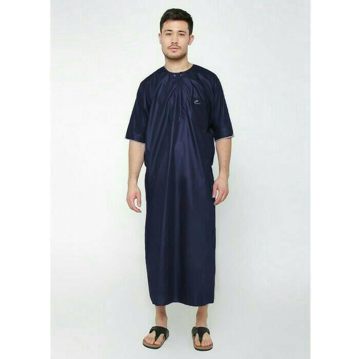 Tidak hanya bagi wanita, saat ini model gamis merupakan busana yang sedang menjadi trend fashion juga untuk pria.