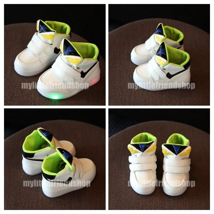 ... harga Sepatu sneaker olahraga sekolah anak lampu led fendi eye monster  putih Tokopedia c1d33b6253