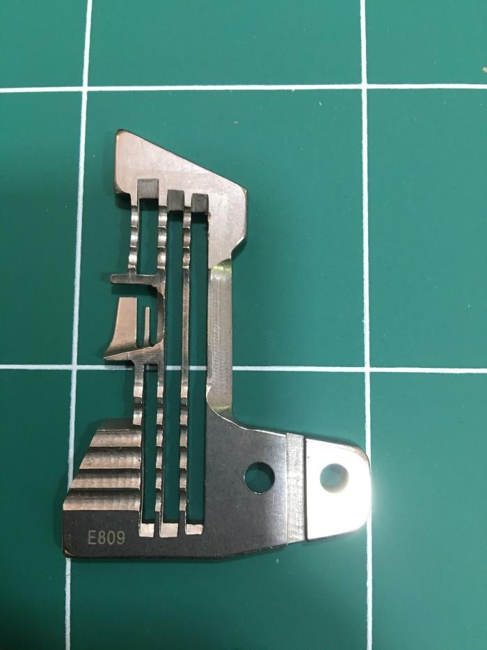 harga E809 plat gigi / dek / needle plate mesin obras industri 4 benang Tokopedia.com