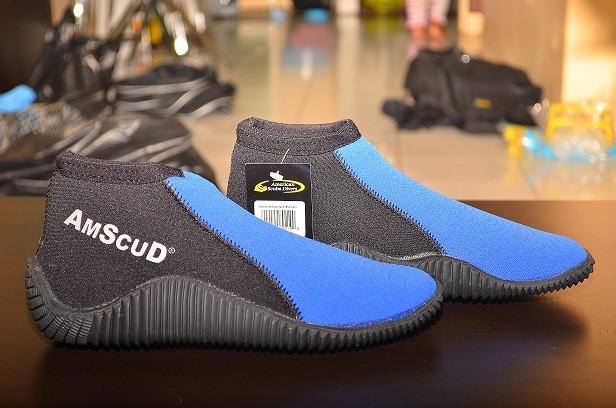 harga Sepatu karet merk american scuba untuk dipantai, karang, selam Tokopedia.com