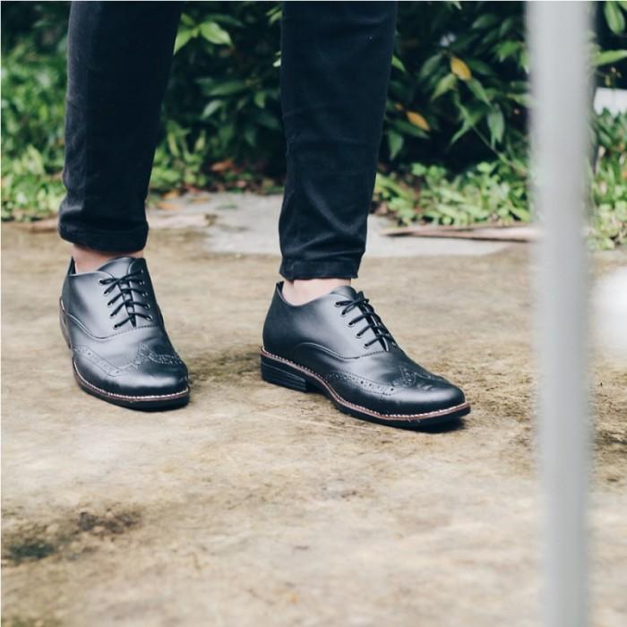 harga Vintage black sepatu kerja formal pria Tokopedia.com