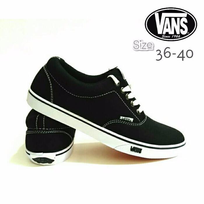 Jual Sepatu Vans Authentic Hitam   Sepatu Sekolah Vans Hitam ... dc7d63dd9c