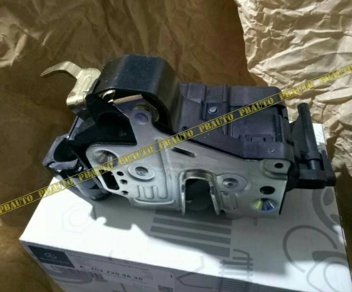 harga Door lock w202 w210 depan kanan mercy original / kunci pintu onderdil Tokopedia.com