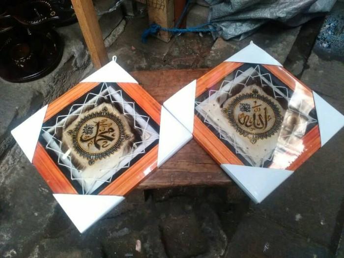 harga Sepasang kerajinan lukisan kaligrafi allah muhammad 001- kulit kambing Tokopedia.com
