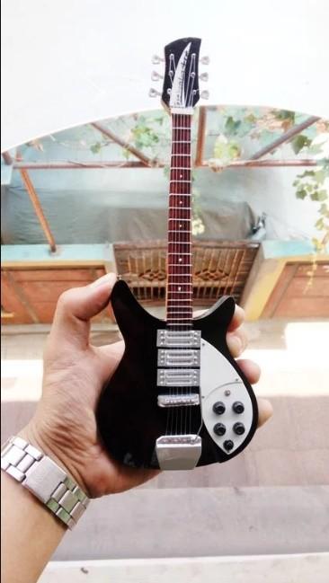 harga Miniatur gitar rickenbacker 325 c64 john lennon the beatles signature Tokopedia.com