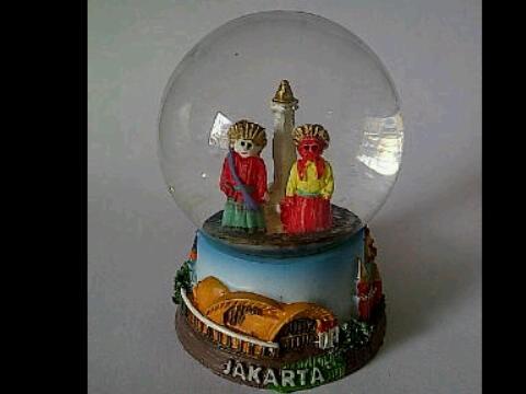 harga Pajangan bola kaca  jakarta, indonesia  - n.34   souvenir, unik lucu Tokopedia.com