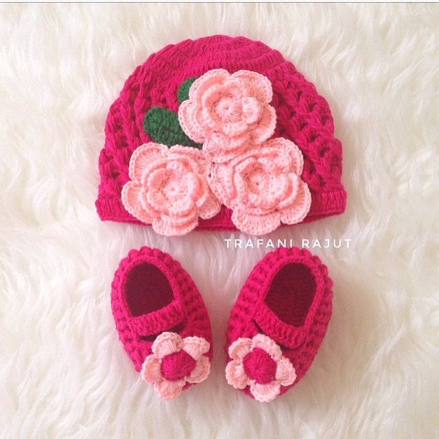 Jual Topi rajut Bayi dan Sepatu Rajut Bayi Prewalker - Trafani ... c9a4737a3e