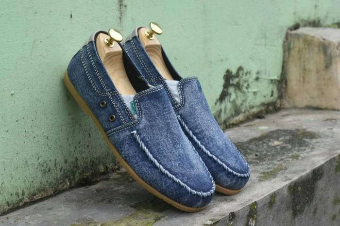 harga Sepatu slip on pria kickers selop casual kasual cowo sandal biru jeans Tokopedia.com