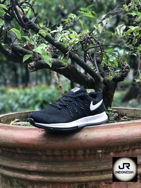 Promo Murah Q0u11 Sneakers Sepatu Kets Nike Zoom Black Run Laris A51r51