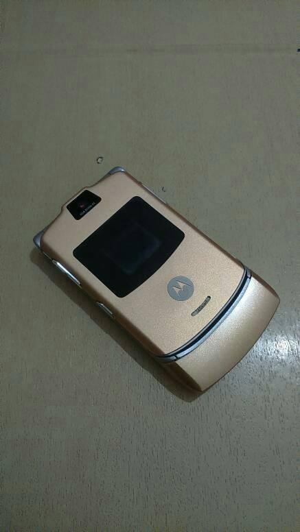Foto Produk HP Motorola Razr V3 Gold Normal Batangan dari Awaluddin