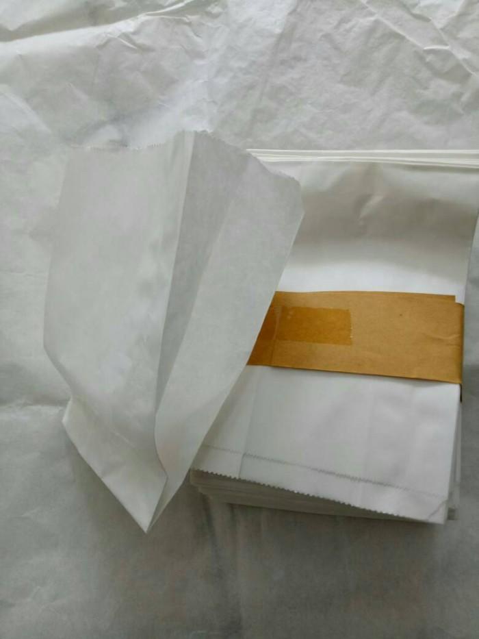 Paper bag putih