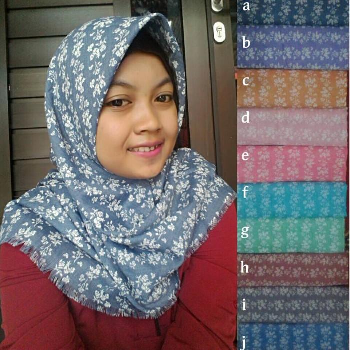 Segiempat denim / jilbab rawis / kerudung bunga / hijab square motif