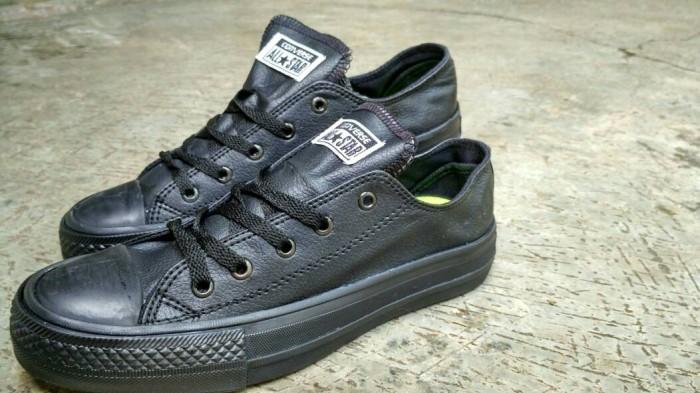 Jual Sepatu Converse Full Black Kulit  2bf35424a