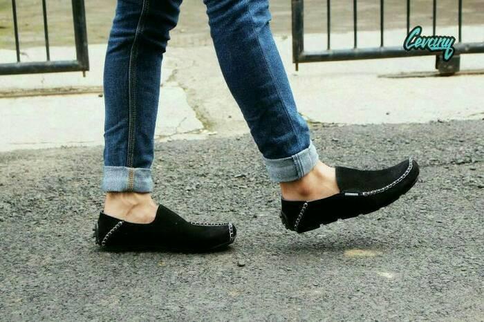 harga Sepatu pria casual ringan slop kulit swede cevany original Tokopedia.com