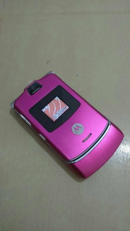 Foto Produk HP Motorola Razr V3 Pink Full Mulus Normal Batangan dari Awaluddin