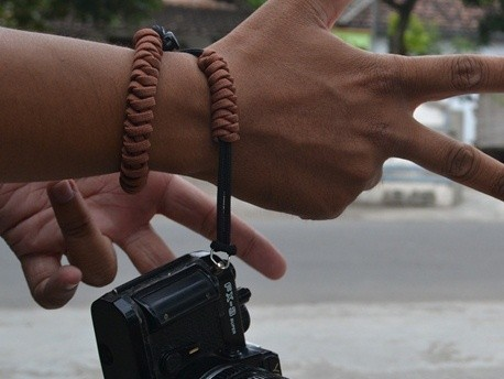 harga Hand strap camera tali kamera paracord snake knot coklat senja Tokopedia.com