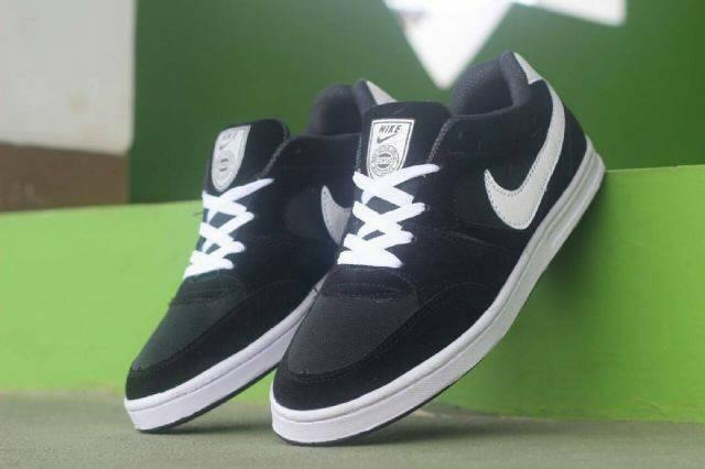 Nike cortez sepatu kuliah pria