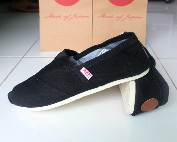 Jual sepatu slop on casual kets flat shoes Wakai Shoes Pria Hitam ... f971b9c0be