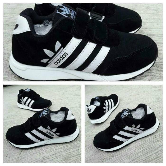 Jual sepatu sport adidas anak laki warna hitam putih