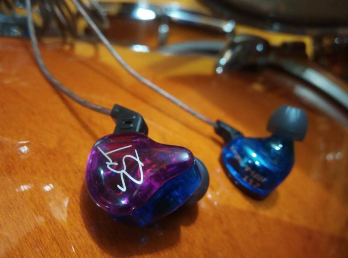 harga In ear monitor / iem zst candy colour dual driver (1 dynamic driver +1 Tokopedia.com