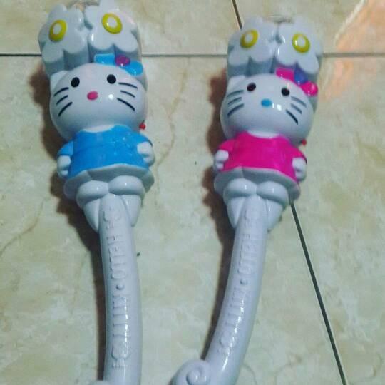 harga Tongkat mainan hello kitty nyala lampu disco dan ada nyanyian Tokopedia.com
