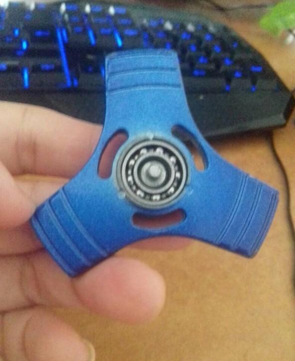 Premium Fidget Hand Spinner Besi Segitiga Metal 3 Side Gyro toys .