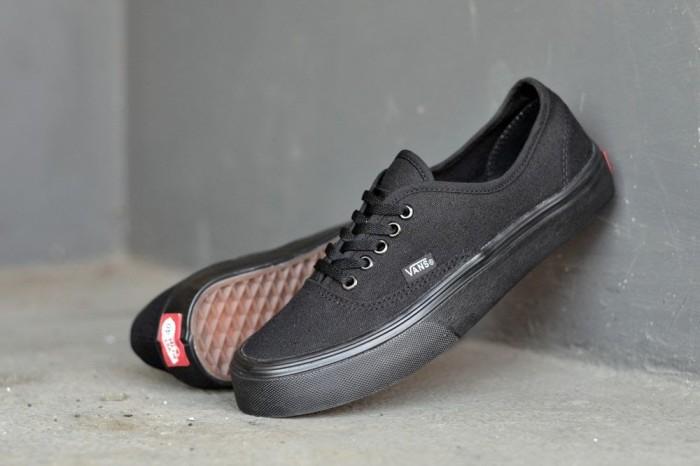 harga Sepatu vans authentic pria casual sneaker santai sekolah kets hitam fu Tokopedia.com